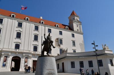 スロバキア旅行-3:ブラチスラバ(小さい旧市街で大勢の観光客)