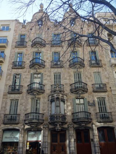 バルセロナを歩く (4.2) ガウディ作「カサ・カルベ」を見に行く。ちょっと平凡かな。