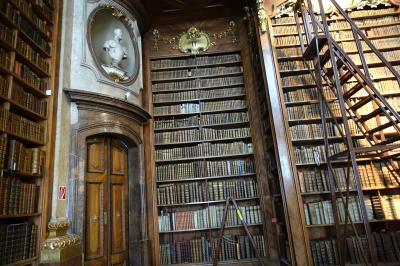 2018 三たびで最後のシニア三人旅 ☆世界で一番美しい図書館 ここにもあの時代の暗い影が・・