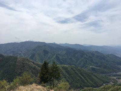 甲州高尾山で天空の尾根ハイキング
