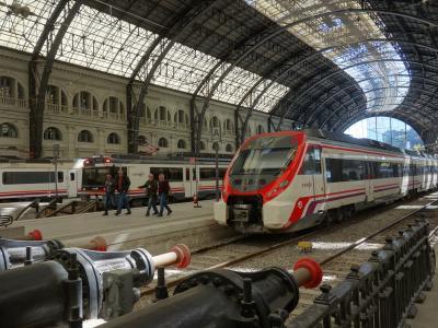 バルセロナを歩く (4.5) フランサ駅は質素で素朴な駅。ローカル線の田舎の駅みたいだった。