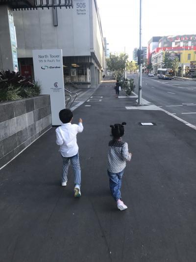 ブリスベン 4歳,6歳子連れ 母子旅 2日目 ホテルプール+知人宅編
