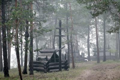 2018年シベリア・サハ共和国ヤクーツクへの旅(24)ソツィンツィ編その2:チェラプチャ村の人々の小さな夏祭り&煙で白くかすむ幻想的な景色