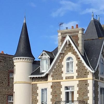 フランスブルターニュ地方サンマロの港町(1)     城壁まで海沿いプロムナードを散策