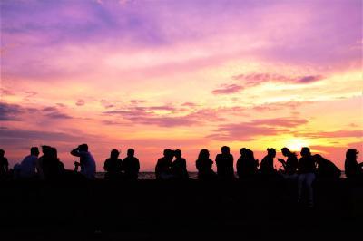 旅の終わりのマニラで、案の定、渋滞に巻き込まれるという、それでも、マニラ湾に夕日は沈む.☆*