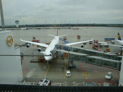 2009年6月の旅、ミュンヘン空港到着は緊急ブレーキで危機一髪の着陸……消防車大集合で熱烈歓迎之図
