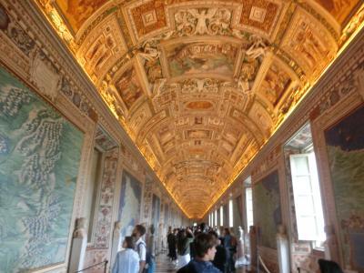 2019GW イタリア02:世界遺産バチカン 月末日曜、入館無料のバチカン美術館は長蛇の列
