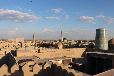 ウズベキスタン・トルクメニスタンの旅(4)~ヒヴァ2 クフナ・アルクからのイチャン・カラの夕景とカルタ・ミナル~