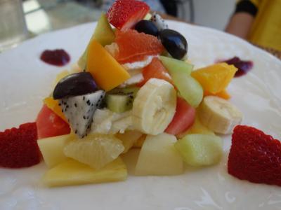 餃子の後のデザートはフルーツの盛り合わせです。浜松はフルーツもおいしい。