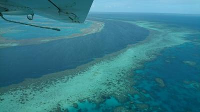 地球は青かった!空から豪州☆水上飛行機で行くグレートバリアリーフとホワイトヘブンビーチの旅