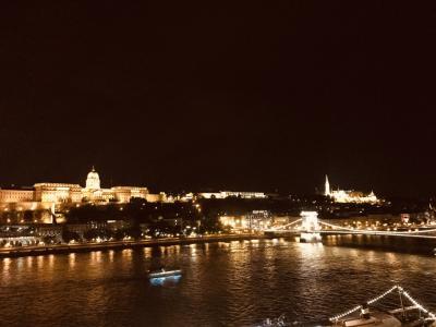 『ドナウの真珠』ブダペストへ�・・・ペスト地区〜『IRIS』ロケ地〜夜景