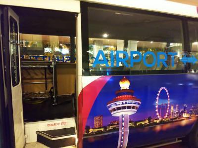 週末の弾丸シンガポール。深夜に到着。空港から市内まで。