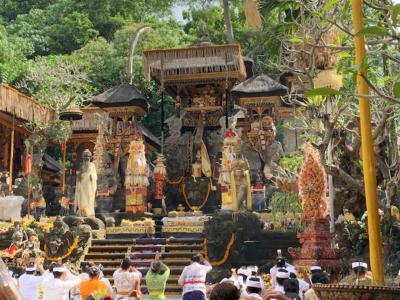 ウブド  グヌンルバー寺院(Pura Gunung Lebah)でオダラン(お寺の誕生祭)