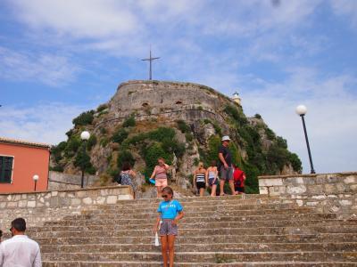 2018年 お盆休みの ギリシャ《12》 コルフ島  パレオ・フルリオ旧要塞 見学 巨大な岩山からの眺め