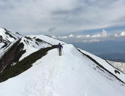 残雪の仙丈ケ岳登山
