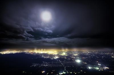 満月の夜と霧の筑波山