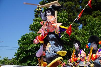 ホーランエンヤ 中日祭~櫂伝馬船は、出雲郷橋付近を周遊。その後は、参道に上がって阿太加夜神社へ向かう陸船に。眼前の櫂伝馬踊りがまた圧巻です~