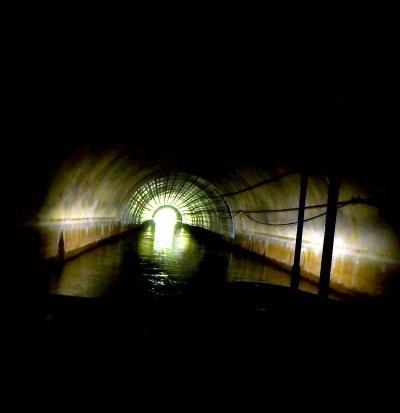 びわ湖疏水船で地底探検の気分