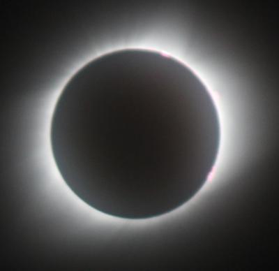 ミズーリ州の野原で皆既日食を体験