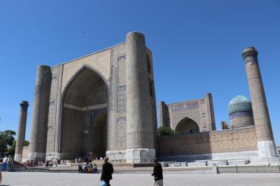 ウズベキスタン・トルクメニスタンの旅(16)~サマルカンド1 早朝のレギスタン広場、ビビ・ハニム・モスク、ショブ・バザール~