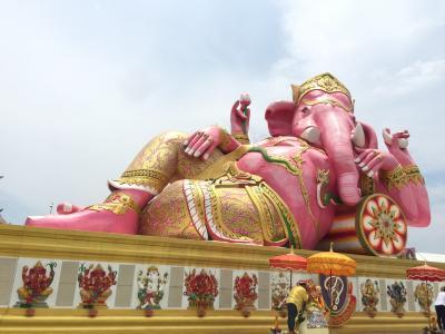 ピンクの象に会いに。