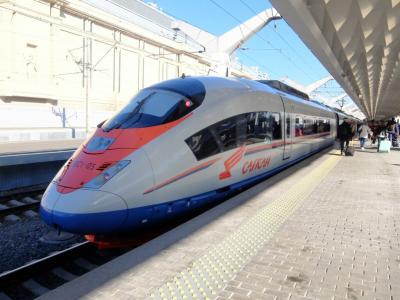 高速鉄道サプサン号でサンクトペテルブルグからモスクワへ移動と,赤の広場周辺の偵察
