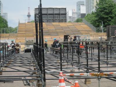 札幌の大通公園・西8丁目・巨大ステージ