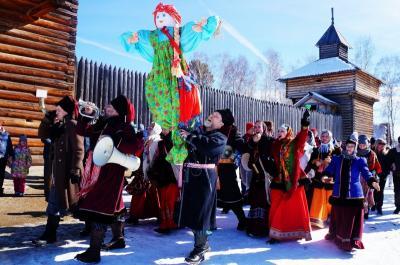 冬のシベリアへの旅5 冬の終わりを祝うマースレニツァ とバイカル湖氷上ウォーク (Maslenitsa & Baikal ice walk)