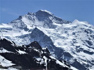スイスアルプス4大名峰、ユングフラウ三山~ミシャベルアルプス~マッターホルン~モンブラン展望の旅8日間 !!(1/4)