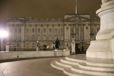 夜のバッキンガム宮殿
