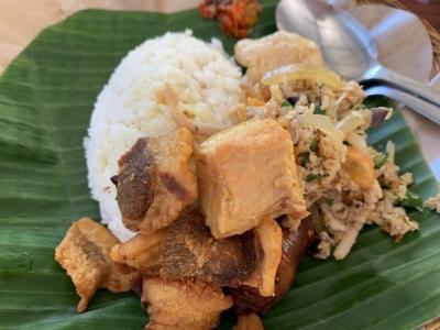 インドネシアの伝統料理のローカルレストラン