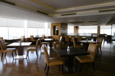 ザ・ラウンジ第16弾(JWマリオット・メダン)高層ホテル16階の全フロアーをラウンジ使用、お客が少ない秘密のサロン!