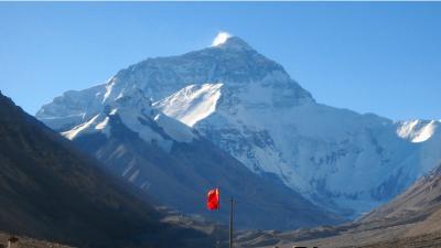 エベレスト(チョモランマ)をいろいろな角度から眺める