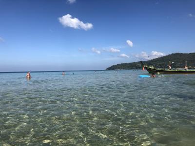 子連れでプーケット旅行6日間 4日目の1 朝はカロンビーチでスイミング。