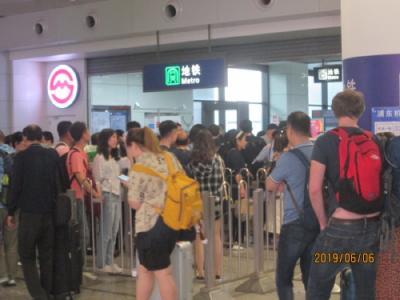 上海の地下鉄2号線・浦東空港駅まで直通運転