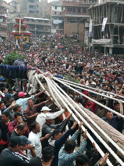 心に染み入る美しい国 23年ぶりのネパール旅(2)4月13日ネパールの大晦日に行われるBisket Jatra祭り\(◎o◎)/