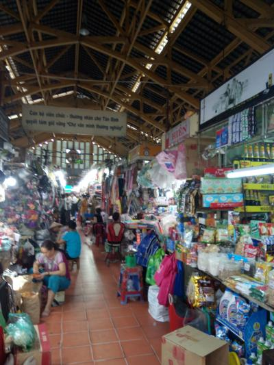 タンディン市場とタンディン教会