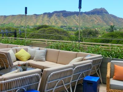 2019年愛しのhawaii☆⑤4日目歴史街道ツァーでハワイを学ぶ・リニューアルしたクイーンカピオラニホテルのDeckでランチ