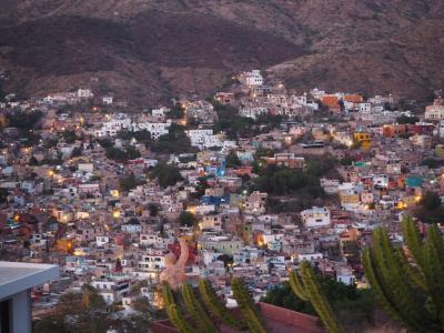 美しいカラフル家並みと銀鉱山と歴史の街、グアナファト