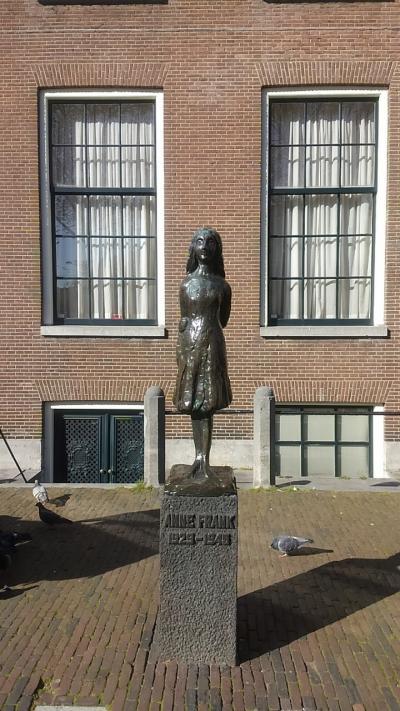 カフェアメリカンでランチ~ゴッホ美術館~アンネの家~パンケークス アムステルダム