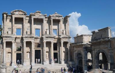 クシャダス港からバスでエフェソス遺跡を訪問
