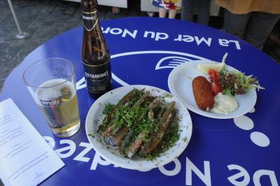 ベルギー旅行 2-2 立ち飲みシーフード店で念願のマテ貝