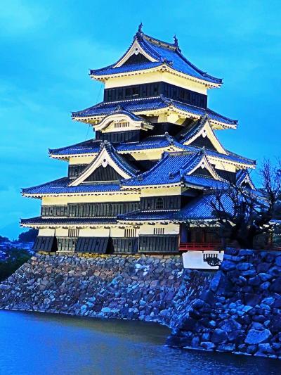 信州令和15 松本城b 松本城 きわだつ 雄姿(ライトアップ) ☆公園-中町辺り/再訪し