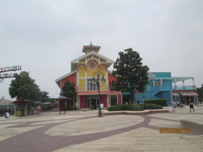 上海のディズニーランド・ディズニー小鎮湖畔・半分営業