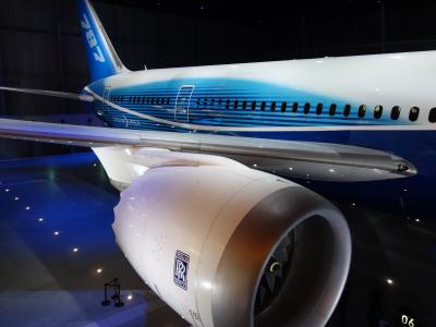 Flight of Dreams なるものを見て来ました。飛行機の展示と食堂の組み合わせ。変な感じです。