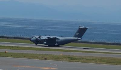セントレアで初めて軍用機を見ました。外国の輸送機です。1機のみ。どこから来たのでしょうか。