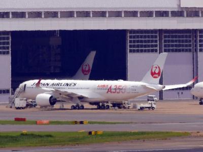 JAL A350と旧政府専用機@羽田空港展望デッキ