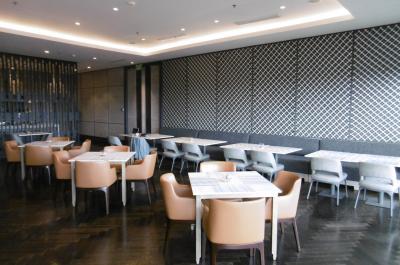 ザ・ラウンジ第17弾(ジョグジャカルタ・マリオット)朝食レストランと一体化したラウンジ