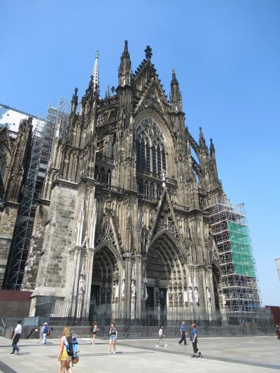 ドイツ周遊の旅 533段の階段でケルン大聖堂の展望台へ