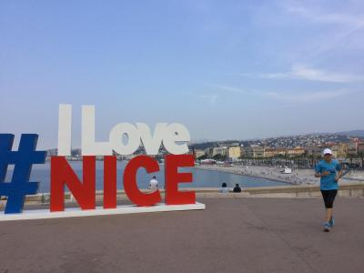 フランスひとり旅3日目前半~ニースの涼しい朝を散歩 プラージュ海岸とマルシェをぶらり